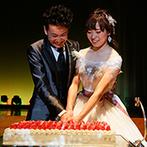 星野リゾート リゾナーレ八ヶ岳:プレパーティを兼ねて、ゲストをロビーでお出迎え。緑いっぱいのバンケットで、いちごのケーキをカット