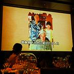 オリエンタルホテル広島:フロア貸切のパーティ空間を、ふたりらしくコーディネート!迫力満点の大スクリーンでムービーも楽しめた