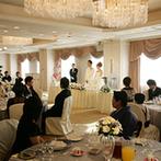 シャトレーゼ ガトーキングダム サッポロ:ふたりの結婚式が、ゲストにとっても特別な思い出になる。珍しいスタイルのセレモニーに心奪われた