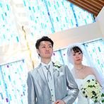 秋田ビューホテル:繊細なブルーが誓いのシーン一つひとつを美しく彩るチャペルで挙式。ガーデンではアフターセレモニーも