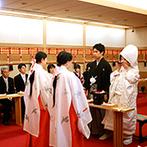 ホテル メルパルクHIROSHIMA:ホテルの館内にある、天照大神を祀る本格神殿での神前式。神官や巫女の所作、雅楽の音色に和の伝統を感じた