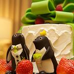 ザ・グランドティアラ名古屋駅前(エルカミーノリアル大聖堂):「黄緑」と「ペンギン」をテーマに、ふたりらしく飾り付け。お互いの出身地にちなんだ料理やお酒も喜ばれた