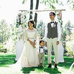 蓼科東急ホテル:ドレスコードは黒以外のカジュアルウェア!キラキラ輝く木漏れ日に照らされて、花嫁姿と全員の笑顔が輝いた