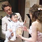 ホテル メルパルクOKAYAMA:ゲスト参加型の演出を盛り込んで、自然と会場が一体に!ドレスの色当てクイズでは、ふたりの息子も大活躍