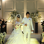 CIER ET MER & I STYLE(シェル エ メール&アイ スタイル):純白のドレスが映える光のバージンロードが素敵な大聖堂。オリジナリティ豊かな人前式で和やかな挙式に