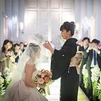 CIER ET MER & I STYLE(シェル エ メール&アイ スタイル):神聖な光が灯る純白の大聖堂で、厳かな誓いをたてるセレモニー。非日常感が漂う空間で正統派の結婚式