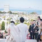 CIER ET MER & I STYLE(シェル エ メール&アイ スタイル):うたづ臨海公園と海を一望できる、最高のロケーション。誓いの後は大階段でのアフターセレモニーも満喫!