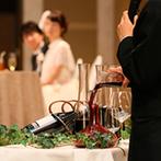 星野リゾート 軽井沢ホテルブレストンコート:枝物を生かした装花やコーディネートで、軽井沢の自然を表現。大人のワイン演出やゲストとのふれ合いも満喫