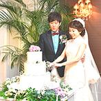 ルークプラザホテル:野の花を飾りつけたウエディングケーキ、長崎らしさを取り入れた演出や料理など、オーダーを素敵に反映!