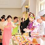 ララシャンス 迎賓館●伊万里迎賓館:新婦自ら握る寿司ビュッフェで会場は大賑わい!ゲスト参加の演出も盛り込んで、みんなで楽しんだ披露宴