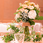 シェラトン・グランデ・オーシャンリゾート:新婦の花にかける想いを受けとめ、愛らしくアレンジされた装花。プロたちが最高の結婚式に導いてくれた