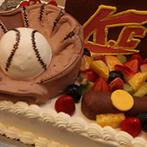 ハワイアンズホテルウエディング:野球をしている新郎にちなんで、インパクトのあるケーキで入刀。ゲストからも大好評で盛り上がった!