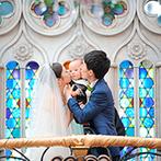 アートホテル盛岡(旧:ホテル東日本盛岡):自然光をあびて輝く天窓やステンドグラスも、親子の幸せを祝福。誓いのキスもバルーンリリースも感動的に