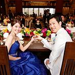 ノートルダム北九州 Notre Dame KITAKYUSHU:ゲストとの触れ合いを楽しんだ披露宴。鮮やかな装花でリゾート感をアップさせ、彩りキレイな写真を残した