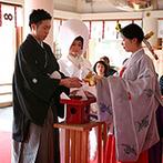 アーフェリーク迎賓館 熊本:春の桜咲く日に、ふたりが出会った熊本で誓う永遠の約束…。親族との集合写真で形に残る思い出ができた