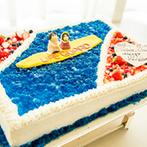ANA ホリデイ・イン リゾート 宮崎:ガーデンを望む会場をオレンジやイエローの装花で南国らしくコーディネート。ケーキも海をイメージした