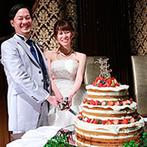 HOTEL HANSHIN OSAKA(ホテル阪神大阪):100名規模のパーティにも対応できる大会場で笑顔のケーキ入刀。心づくしのメニューで美味しいおもてなし