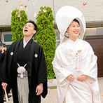 KKRホテル大阪:憧れの白無垢姿でゲストに見守られ叶えた神前式。ガーデンでは折り鶴シャワーや写真撮影をゲストと満喫