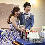 花巻温泉:ブルーの衣裳や装花で統一感のあるコーディネート。リラックスして楽しめる雰囲気作りにこだわった