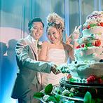 The New Hotel Kumamoto(ザ・ニューホテル熊本):オープニングやケーキ入刀などの各シーンを、幻想的な光が彩る。和装や白ドレス、カラードレスと衣裳も満喫