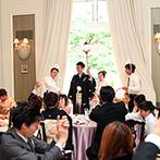 アーヴェリール迎賓館 富山:緑輝くプール付きのガーデンから再入場。【天使&Smile】のテーマ通り、白い羽と笑顔が陽光にきらめいた