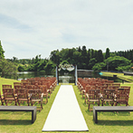 AMANDAN VILLA(アマンダンヴィラ):湖畔の風と森の緑、青空に包まれたリゾート邸宅。ここで外国映画のように爽やかなガーデンウエディングを