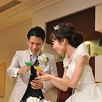 ラヴィール岡山:サプライズの手作りプレゼントにびっくり。当日、新郎にグリーン、新婦にイエローのオリジナルカクテルも