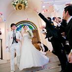 ハミングプラザVIP新潟:一段高くなったバージンロードや祭壇…新郎新婦からゲストの顔がよく見える。ゲストの心を感じたチャペル式