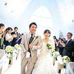 ハミングプラザVIP新潟:純白のチャペルに響き渡る生演奏が祝福ムードを盛り上げた。神聖ながらも温かみに包まれたセレモニー
