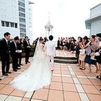 JRホテルクレメント高松:瀬戸内海を望む香川らしいチャペルで挙式。幸せの鐘の音が響くガーデンでのアフターセレモニーも笑顔で満喫