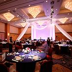 JRホテルクレメント高松:ホテルの優雅なバンケットで盛大な披露宴。装飾、ライティング、音響と迫力ある演出がインパクト抜群