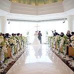 JRホテルクレメント高松:目の前に瀬戸内海が広がるチャペル。光を受けて輝く大理石のバージンロードを歩き、全員の前で誓いを立てた