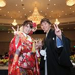 リーガロイヤルホテル広島:スタッフが何度も打合せを重ねて実現した折鶴シャワーで、和装入場!装花やケーキ、ペーパー類も和風に統一