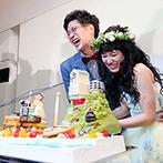 Wグランラセーレ福山:パティシエ力作のケーキは、ふたりの職業にちなんだオリジナルデザイン。サプライズで新郎の誕生日をお祝い
