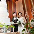 ホテルオークラJRハウステンボス:オークラの伝統と格式が息づくラグジュアリーな空間。グリーン&白の装花やコーディネートも爽やかに映えた