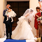 アクアテラス リヴァージュブラン(RIVAGE BLANC):パパ、ママ、ふたりのかわいい天使の3人で誓った人前式。ゲストを証人に、家族の絆をさらに強くした