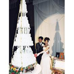 シェラトン都ホテル大阪:シャンデリアが輝く豪華な空間で披露宴パーティを。その会場を満たすのは、娘の気遣いに心打たれた両親の涙