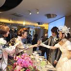 Sun Palace Rokkoh(サンパレス六甲):海外のガーデンパーティに憧れる新婦らしく、自由に動けるカジュアルなスタイルで、ゲストと触れ合った