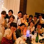 ホテル日航姫路:各卓フォトではポーズをつけてにぎやかなパーティの様子を撮影。大スクリーンでのビデオ上映も大盛り上がり