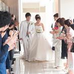 ホテル日航姫路:清廉さと厳かさを感じる純白のチャペル。最上階から見渡す姫路城の絶景もセレモニーに華を添えた