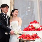 リーガロイヤルホテル:白×ゴールドをメインに、パールを散らしたオリジナルコーディネート。ケーキ入刀や各卓フォトも賑やかに!