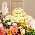 リーガロイヤルホテル:緑や秋色の装花で会場をふたりらしく飾り付け。美味しい料理とともにゲストとの会話も楽しんだパーティ!