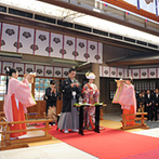 東郷神社・原宿 東郷記念館:都会とは思えないほど、自然に囲まれた神社で伝統的な式を。披露宴会場までの距離、料理やスタッフも決め手