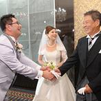 東郷神社・原宿 東郷記念館:ドレスでの入場は、教会式を思わせる温かなサプライズで。エンディングの動画には、参列者全員の名前が