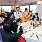 ホテル メルパルク横浜:ビールサーブやフォトプロップスでゲストとふれあいを満喫。郷土のプレゼントが当たるくじ引き大会も好評