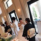 アイネス ヴィラノッツェ 大阪:ナチュラルな装飾に心癒される、アットホームな空間。両家の母へのサプライズで「ありがとう」を伝えた