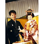 生田神社・生田神社会館:会場コーディネートや料理にも和を意識し統一。ビュッフェには和菓子も揃え、年配ゲストからも好評を得た
