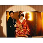 生田神社・生田神社会館:広々としたテラス越しに、四季折々の美しい自然が広がる会場。和の式らしく、鏡開きの演出も取り入れた