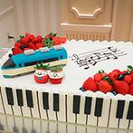 アニヴェルセル 大阪:初夏らしくヒマワリの装花でバンケットをアレンジ。デザートビュッフェや列車のケーキがゲストにも喜ばれた