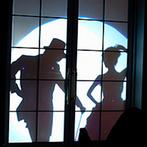アニヴェルセル 大阪:華麗なステップを踏むシルエットダンスでドラマティックな再入場。ゲスト参加型の演出もちりばめて楽しんだ